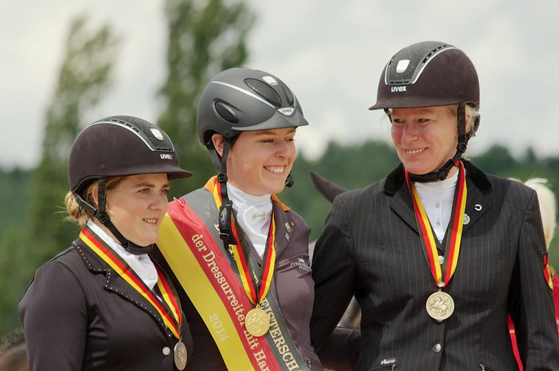 Die Medaillenträgerinnen der Grade vier, v.l. Carolin Schnarre, Lena Weifen und Silke Winter