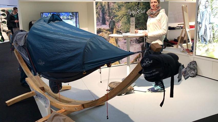 Vom Eigenbedarf inzwischen zur Produktreife gelangt: das Fying Tent ist Poncho, Zelt und Hängematte zugleich